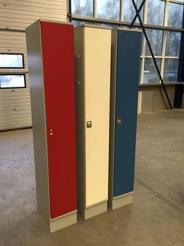 Oostwoud kledingkast rood, wit, blauw