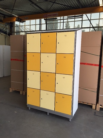 Trespa/aluminium locker met 12 vakken