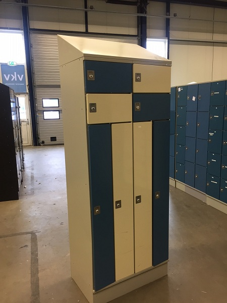 4 -deurs  kledingkast met apart opbergvak